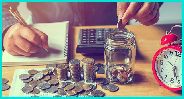 Чтобы копить деньги правильно при маленькой зарплате, начните откладывать по 10% ежемесячно